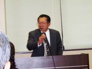 (写真)中小企業経営金融課の橋本課長が講演