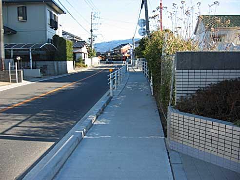 でこぼこも解消し高齢者にも安全な歩道の完成
