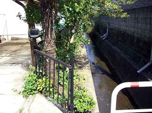 水路改良工事完了前(平成18年10月撮影)