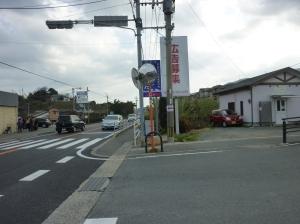 停止線に止まっても福岡側からくる車が見えない