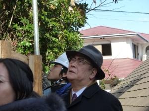 栗原博士の説明に聞きいられる森田実先生