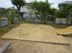 新しい砂場に生まれ変わった公園