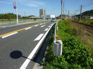 路側帯の道路側に書かれている「減速マーク」