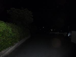 全く灯りの無い交差点