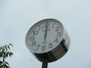 止まったままの電波時計(平成25年6月18日撮影)