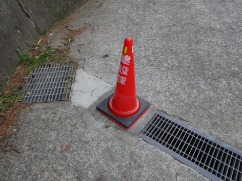 グレーチンゲが撤去されコンクリートで固定された(3月19日撮影)
