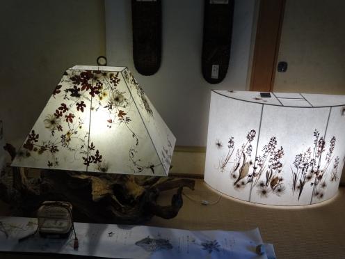 押し花の温かさがが伝わる行燈