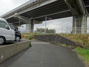 カーブミラーの設置要望が出された危険な曲がり角