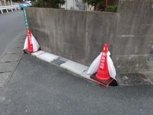暫定安全対策中の側溝