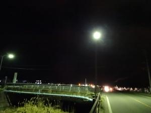 県道船越初線の水銀灯が点灯(2月12日20時撮影)
