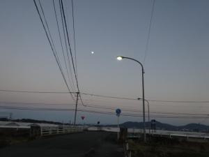 県道船越前原線沿いの消えた水銀灯(2月1日撮影)