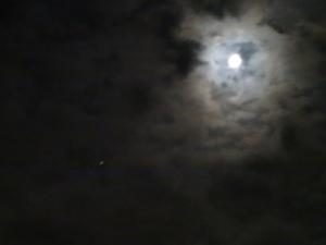 雲間から月と木星(左斜め下)