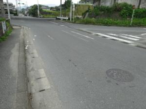 停止線や横断歩道表示が消えてる交差点(6月30日撮影)