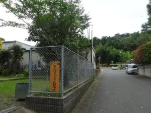 はみ出した樹木が切られすっきりなった二丈武・迫団地公園(7月12日撮影)