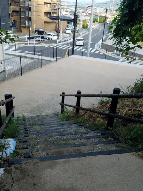 広場の雑草も刈られすっきり