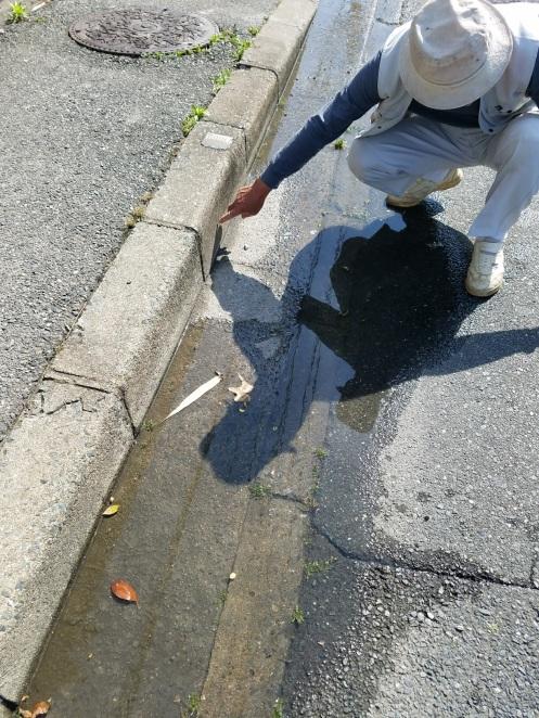 水溜まりが解消しない市道