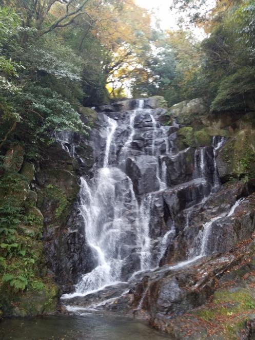 糸島市の名勝・白糸の滝